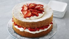 strawberries-and-cream-sponge-cake